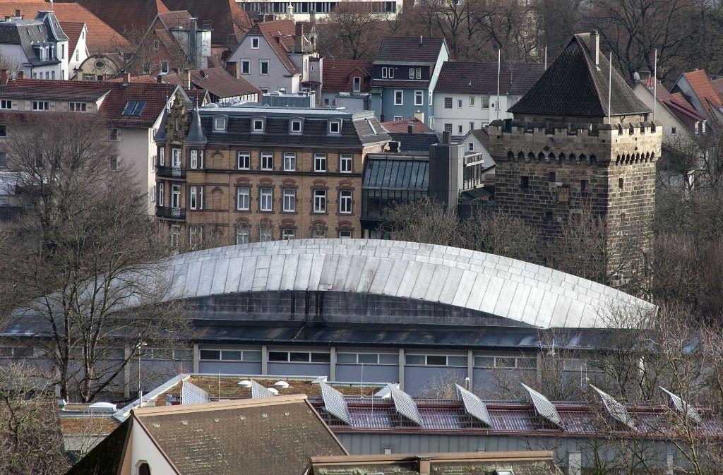 Bislang unbekannte Täter richteten ein Chaos in der Schelztorhalle in Esslingen an. Foto: Horst Rudel