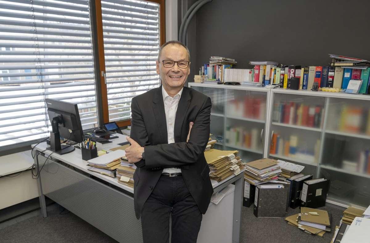 Der FDP-Landtagsabgeordnete Hans Dieter Scherer hat in Weil der Stadt sein Abgeordnetenbüro eröffnet. Foto: Jürgen Bach/Jürgen Bach