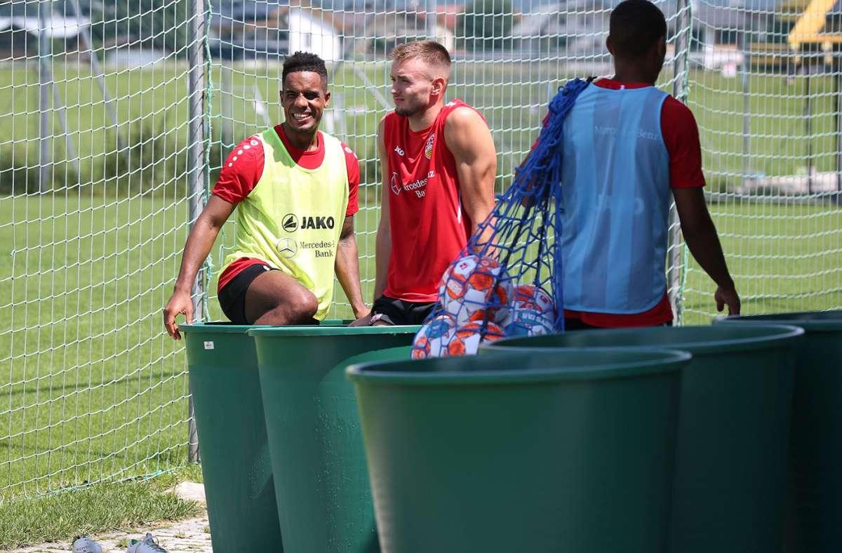 Daniel Didavi (links) und Sasa Kalajdzic vom VfB Stuttgart in der Eistonne im Trainingslager in Kitzbühel in Österreich. Wo zieht es die anderen Bundesliga-Clubs hin? Foto: Baumann