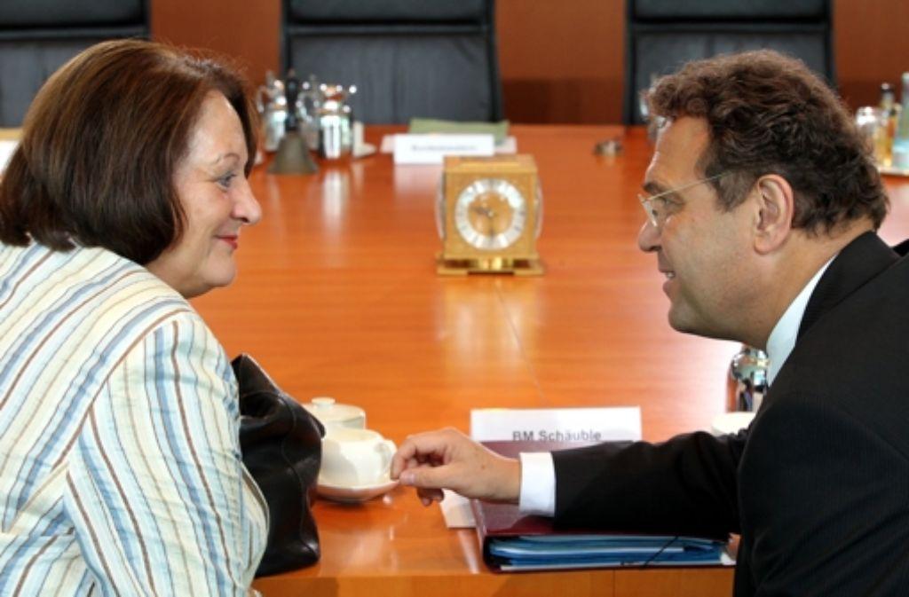 Die Justizministerin und  der Innenminister streiten über die Vorratsdaten. Foto: dpa
