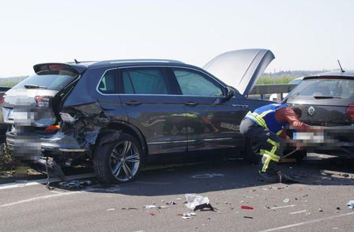 Schwerer Unfall mit fünf Fahrzeugen – sieben Verletzte