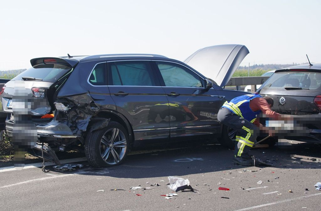 Auf der Autobahn 81 nahe Rottenburg am Neckar ereignete sich am Freitagvormittag ein schwerer Unfall. Foto: SDMG