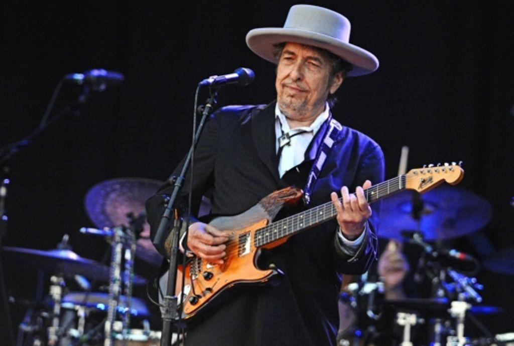 In München, wo er nicht Gitarre spielte,   ließ sich Bob Dylan wie bei all seinen Einzelkonzerten  nicht fotografieren. Das Bild zeigt ihn 2012  bei einem Festival in Frankreich. Foto: AFP