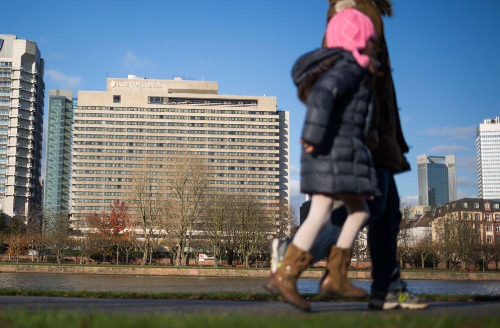 Der Tatort – das Hotel Intercontinental in Frankfurt am Main: Nach dem Tod einer Frau bei einer Teufelsaustreibung in einem Zimmer dieses Hotels hat die Staatsanwaltschaft Mordanklage gegen fünf Mitglieder einer südkoreanischen Familie erhoben. Foto: dpa