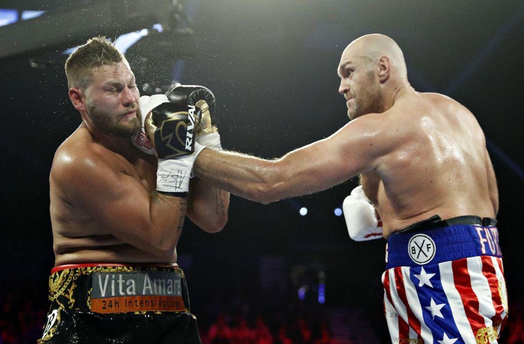 Für Tom Schwarz war der Kampf gegen Tyson Fury bereits nach zwei Runden vorbei. Foto: dpa