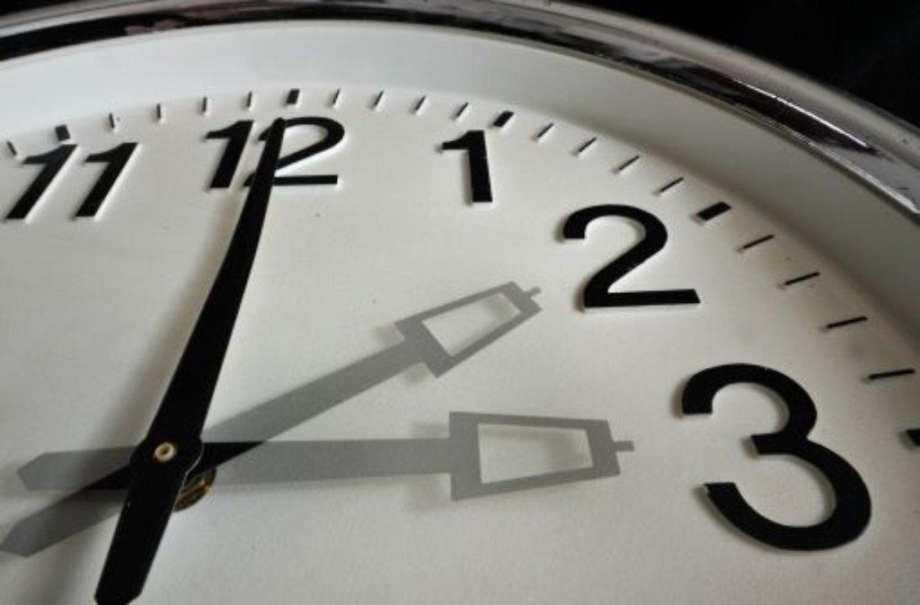 In der Nacht auf Sonntag werden die Uhren von 3 Uhr auf 2 Uhr zurückgestellt. Foto: dpa