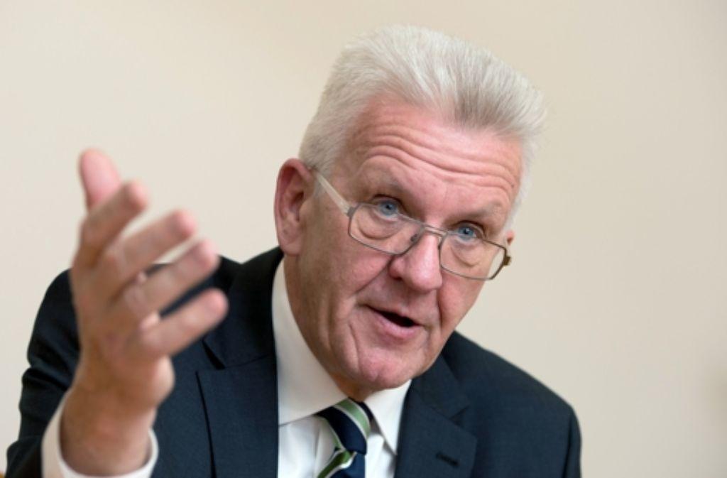 Baden-Württembergs Ministerpräsident Winfried Kretschmann (Grüne) steht hinter den grün-roten Plänen, das Thema Sexuelle Vielfalt stärker im Unterricht zu verankern. Foto: dpa