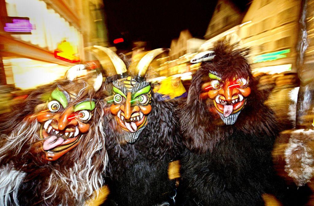 Ob Hästräger oder Festbesucher: für einige Fasnet-Fans ist die tolle Zeit auch eine volle Zeit. Foto: Steinert/Archiv