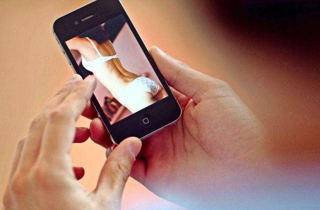 Laut Pornhub steigt der Konsum via Smartphone deutlich. Über Desktop-PCs und Laptops verzeichnet der Anbieter immer weniger Zugriffe. Foto: dpa