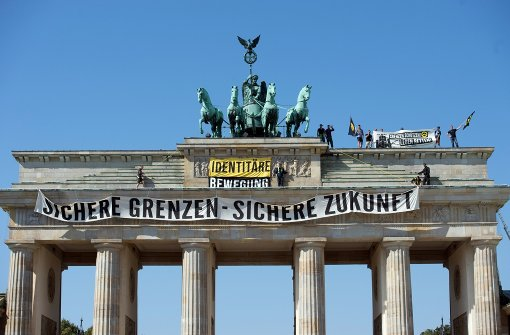 Rechte besetzen Brandenburger Tor
