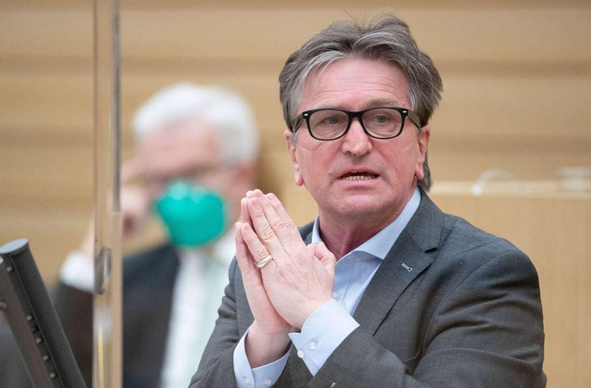 Bürger aus dem Kreis Böblingen könnten sich auch in Stuttgart oder im Kreis Esslingen impfen lassen, empfiehlt der Sozialminister Manfred Lucha. Foto: dpa/Marijan Murat