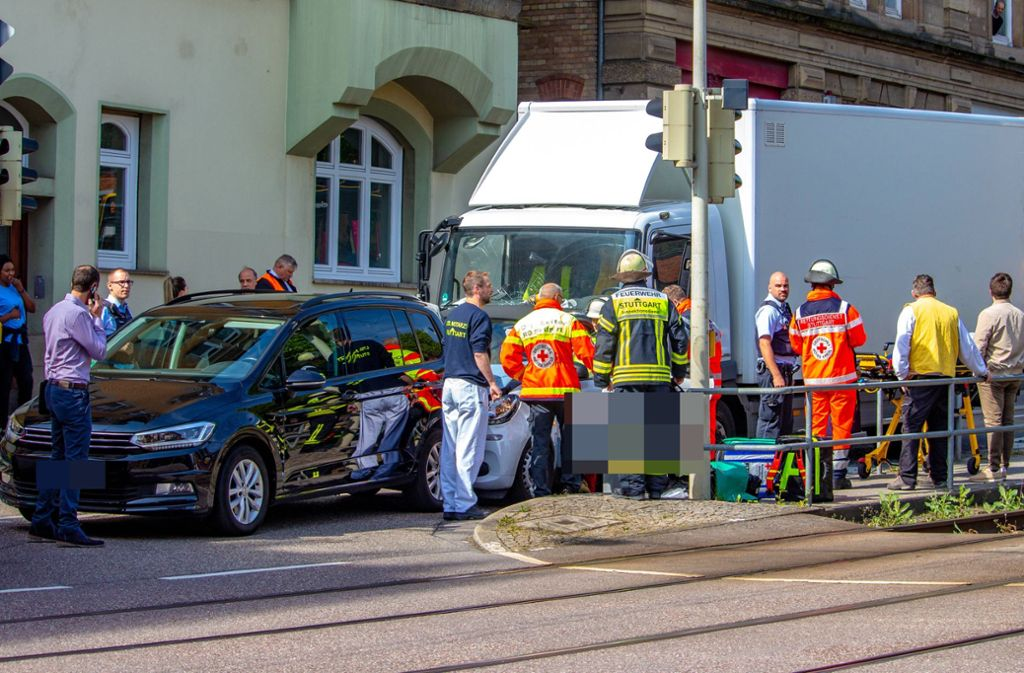 Ein Mann wurde bei dem Unfall in Stuttgart-West verletzt. Foto: 7aktuell.de/Max Kurrer