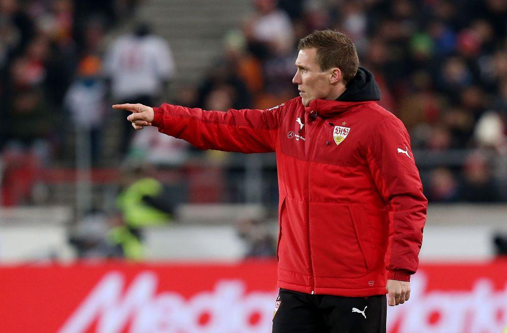VfB-Trainer Hannes Wolf kann gegen Aue fast auf den ganzen Kader zählen. Foto: Pressefoto Baumann