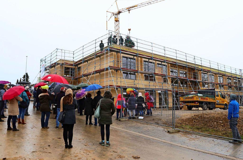 Innerhalb von dreieinhalb Wochen ist im Neubaugebiet Lailberg II das zweistöckige Gebäude für den Kindergarten in die Höhe gewachsen. Foto: Andreas Gorr