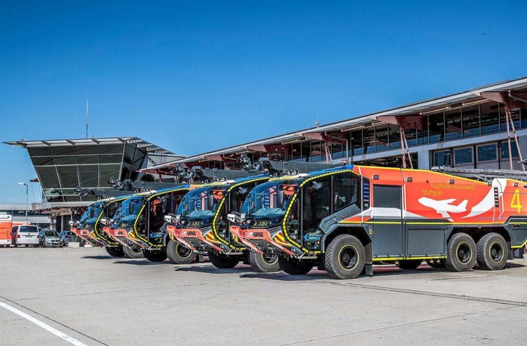 """Die vier neuen Löschfahrzeuge """"Panther 6x6"""" des Weltmarktführers Rosenbauer Foto:"""