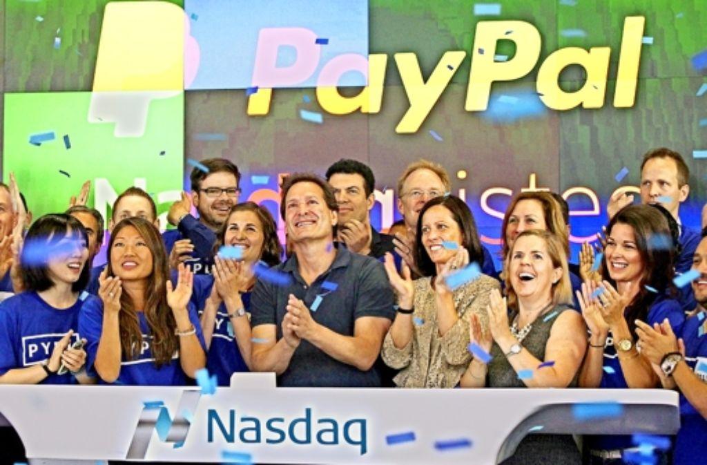 Seit Montag ist Paypal als eigenständiges Unternehmen an der New Yorker Börse notiert. Der Chef Dan Schulman (vorne Mitte) führt auch nach der Aufspaltung die Geschäfte des erfolgreichen Online-Bezahldienstes weiter. Foto: Getty