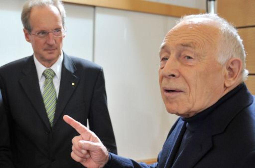 Schlichter Heiner Geißler (CDU) und der Befürworter, Stuttgarts Oberbürgermeister Wolfgang Schuster (CDU). Foto: dpa