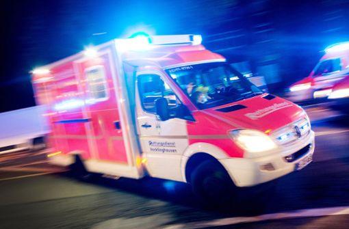 Reifen am Auto platzt bei Tempo 130 - Fahrerin schwer verletzt
