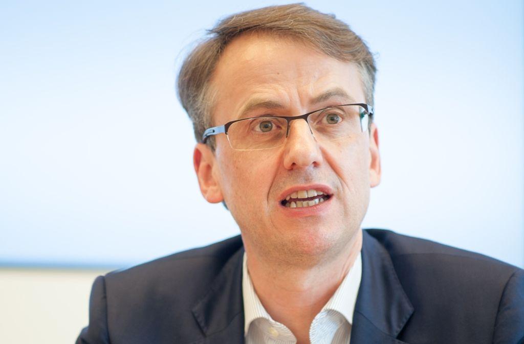 Will das Geld der Stadt künftig auch unter moralischen Kriterien anlegen: Finanzbürgermeister Michael Föll, CDU. Foto: Lichtgut/Leif Piechowski