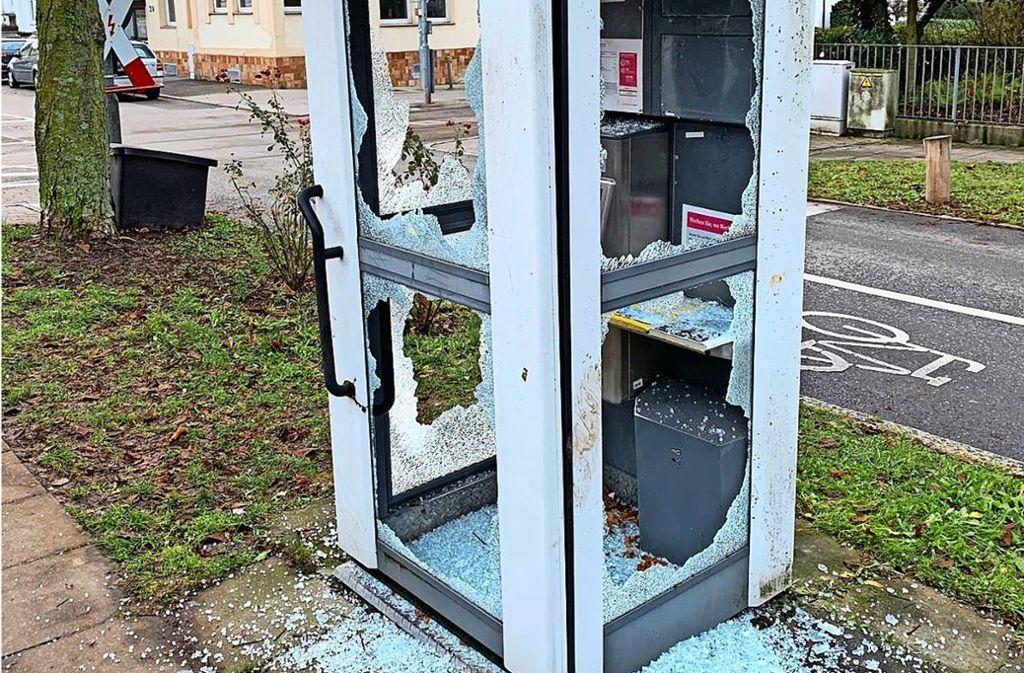 Ende vergangenen Jahres wurde die Telefonzelle an der Ecke Emilienstraße und Herrenberger Straße zerstört. Foto: privat