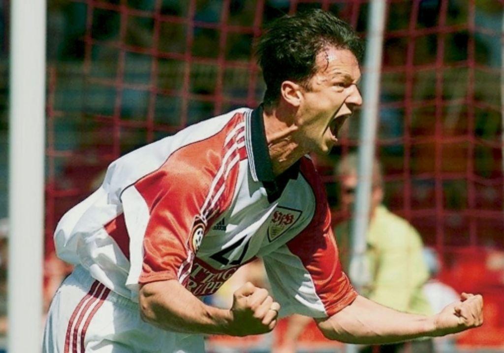 Geballte Freude bei Fredi Bobic, der im Mai 1999 gegen Werder das Siegtor erzielt und den VfB vor dem Abstieg bewahrt. Foto: Baumann
