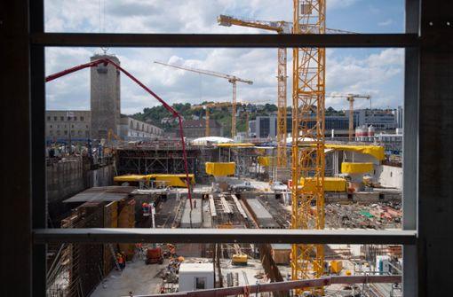 Baugrube des Mega-Projekts wird zur Bühne