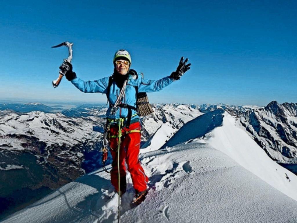 Geschafft: nach zwei Tagen Anstieg steht Heidi Sand am 21. Dezember auf dem Gipfel des Eiger. Foto: Athleten-Werk/Heidi Sand