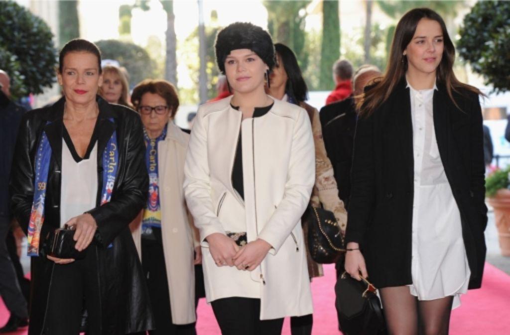 Damenrunde beim Zirkusfestival von Monaco: Prinzessin Stéphanie mit ihren Töchtern Pauline Ducruet (rechts) und Camille Gottlieb (Mitte) Foto: Getty Images Europe