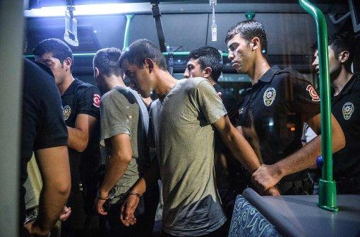 Tausende Festnahmen und Entlassungen in der Türkei