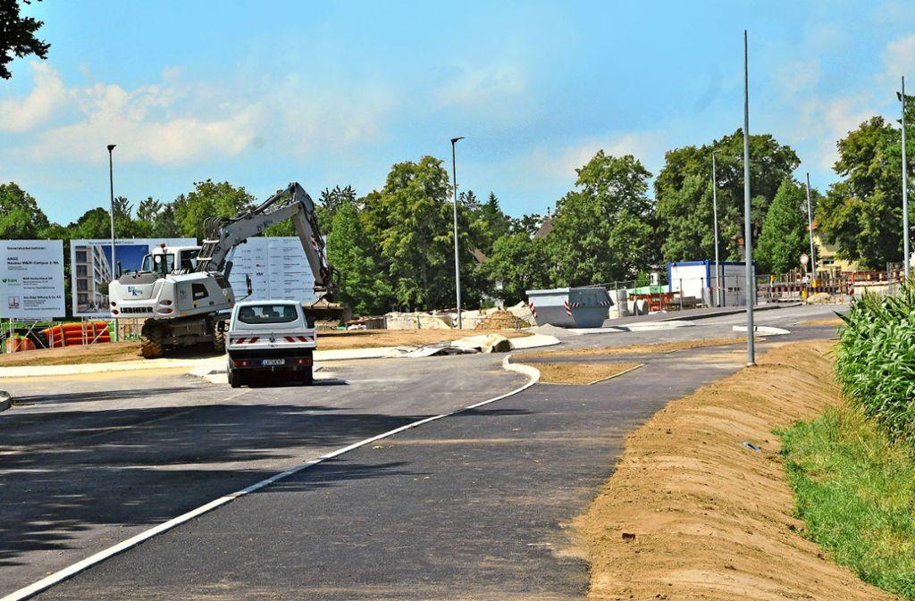 Der Kreisverkehr nimmt Formen an: Bauarbeiten  am Zubringer zur B27 in Kornwestheim. Foto:
