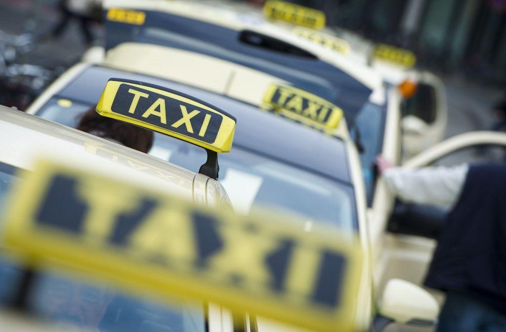 Taxis, so weit das Auge reicht. Doch für Menschen im Rollstuhl sind sie nicht geeignet. Foto: dpa