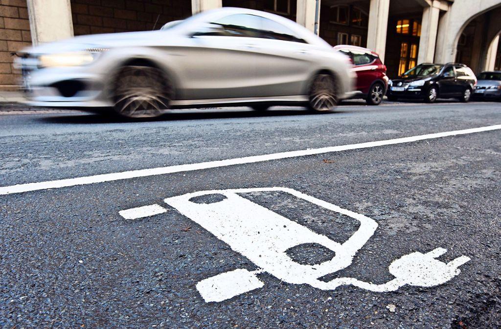 Elektromobilität ist nur eines der Forschungsthemen des Innovationscampus. Foto: dpa/J. Stratenschulte