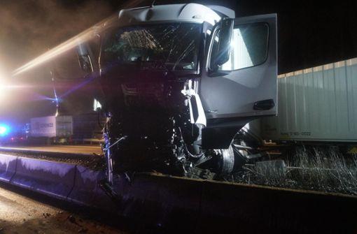 Vollsperrung nach schwerem Lkw-Unfall aufgehoben