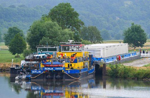 Erster Transport von Atommüll per Schiff in Deutschland unterwegs