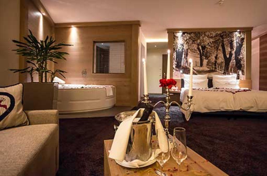 Alle Zimmer und Suiten in modern-alpinem Stil mit Balkon und Bergblick.  Foto: Panoramahotel Oberjoch GmbH