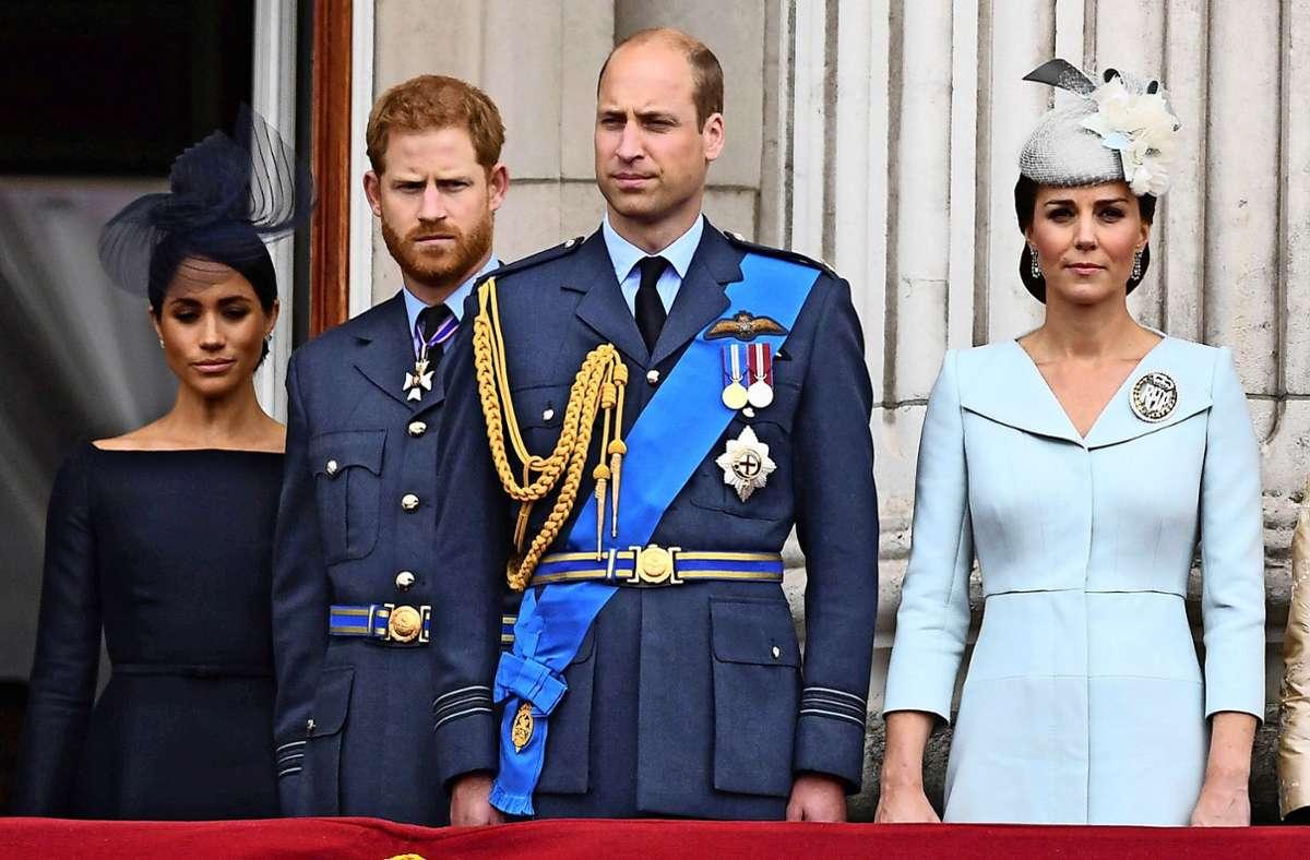 """Das Verhältnis von Herzogin Meghan und Prinz Harry zu Prinz William und Herzogin Kate (von links nach rechts) hatte sich bereits abgekühlt, bevor die Sussexes 2020 die """"Megxit""""-Bombe platzen ließen. (Archivbild) Foto: dpa/Victoria Jones"""