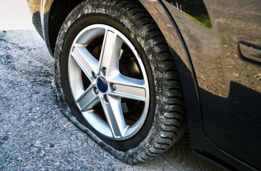 Panne auf dem Weg zum Vorstellungsgespräch –  Polizei wechselt Reifen