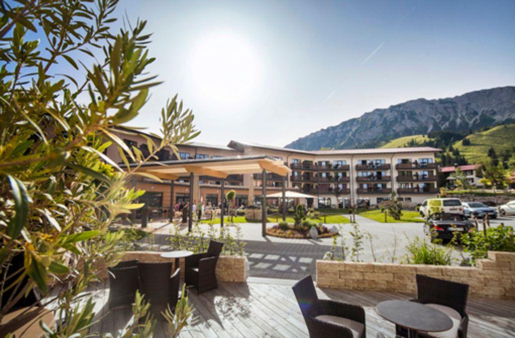 Das Wellnesshotel im Allgäu ist das ideale Sprungbrett in die umliegende Bergwelt. Foto: Panoramahotel Oberjoch