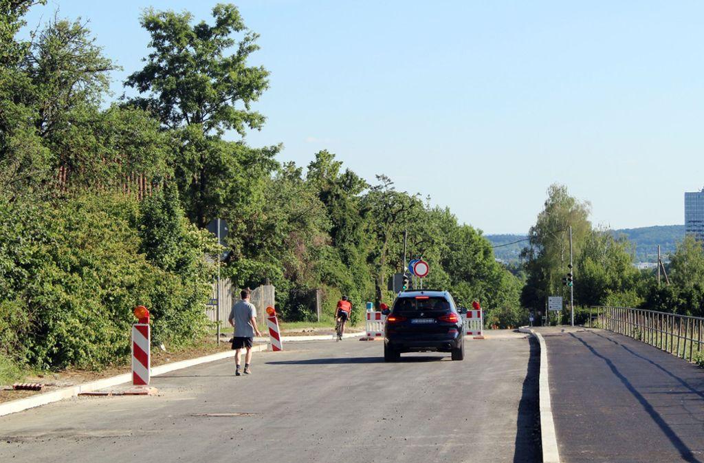 Radler und Fußgänger haben auf der Epplestraße bald mehr Platz. Dadurch wird aber die Fahrbahn enger. Foto: Tilman Baur