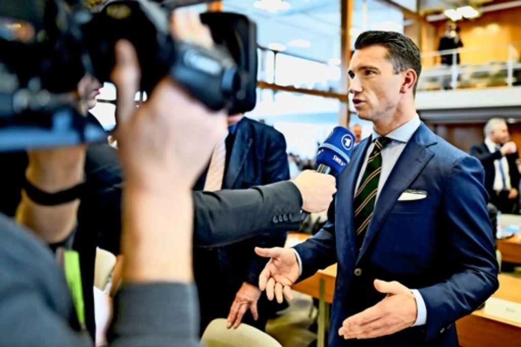 Vor den Mikrofonen gibt sich NPD-Chef Frank Franz  meist wortgewaltig. Vor Gericht war er das  überhaupt nicht. Foto: dpa