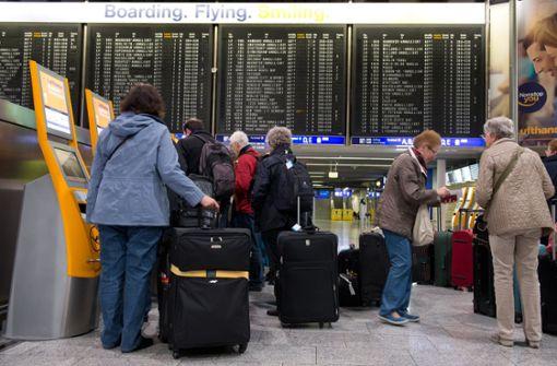 Hunderte Flüge am Dienstag gestrichen
