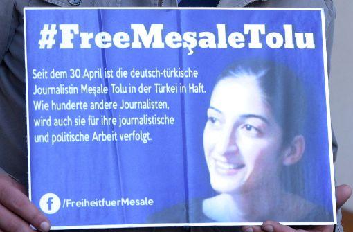 Die deutsche Journalistin und Übersetzerin Mesale Tolu befindet sich seit Ende April in der Türkie in Haft