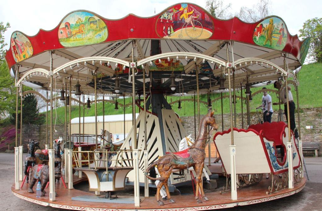 Auch das Karussell mit seinen  handgeschnitzten Figuren aus dem  19. Jahrhundert wird bis November in Betrieb sein Foto: Torsten Ströbele
