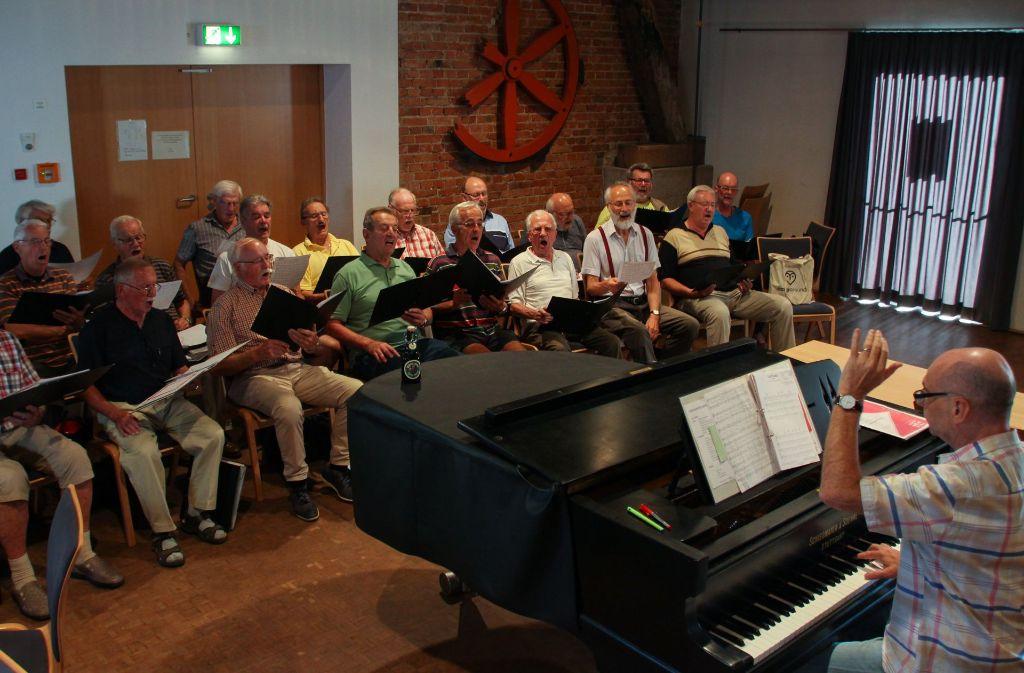 Jeden Montag probt der Schwaben-Bräu-Singchor in der Alten Kelter. Foto: Sabrina Höbel
