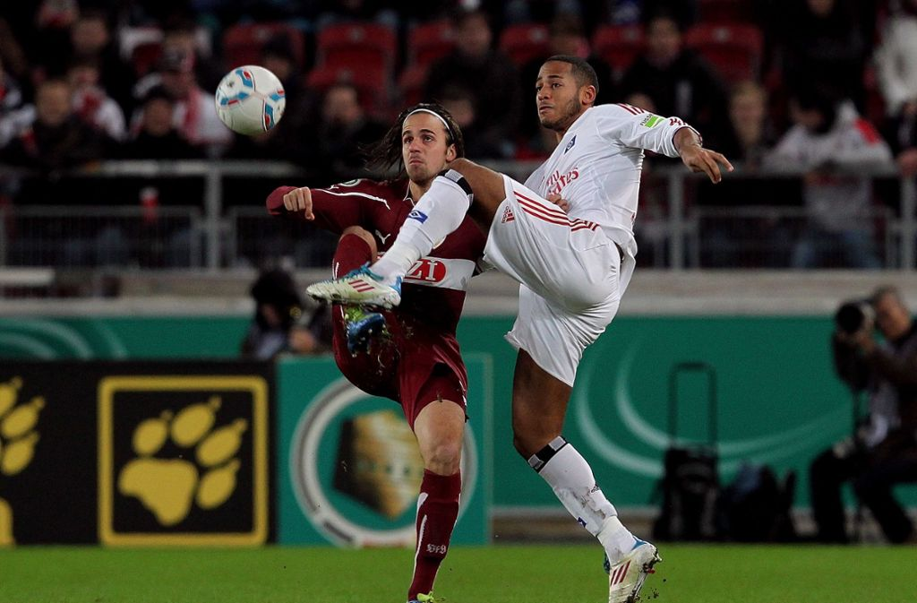 Martin Harnik (links) könnte bald das Trikot mit der Raute tragen, das Dennis Aogo bestens kennt. Aogo wird hingegen mit Harniks Ex-Team Hannover 96 in Verbindung gebracht. Foto: Avanti