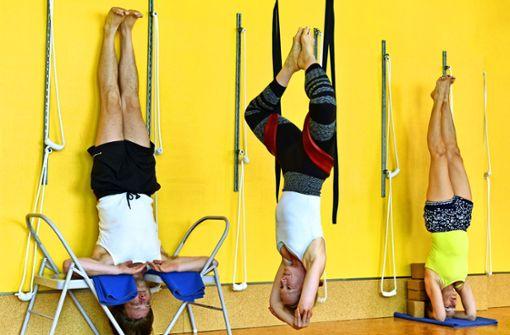 """Wie """"Möbel-Yoga"""" Schmerzen lindert"""