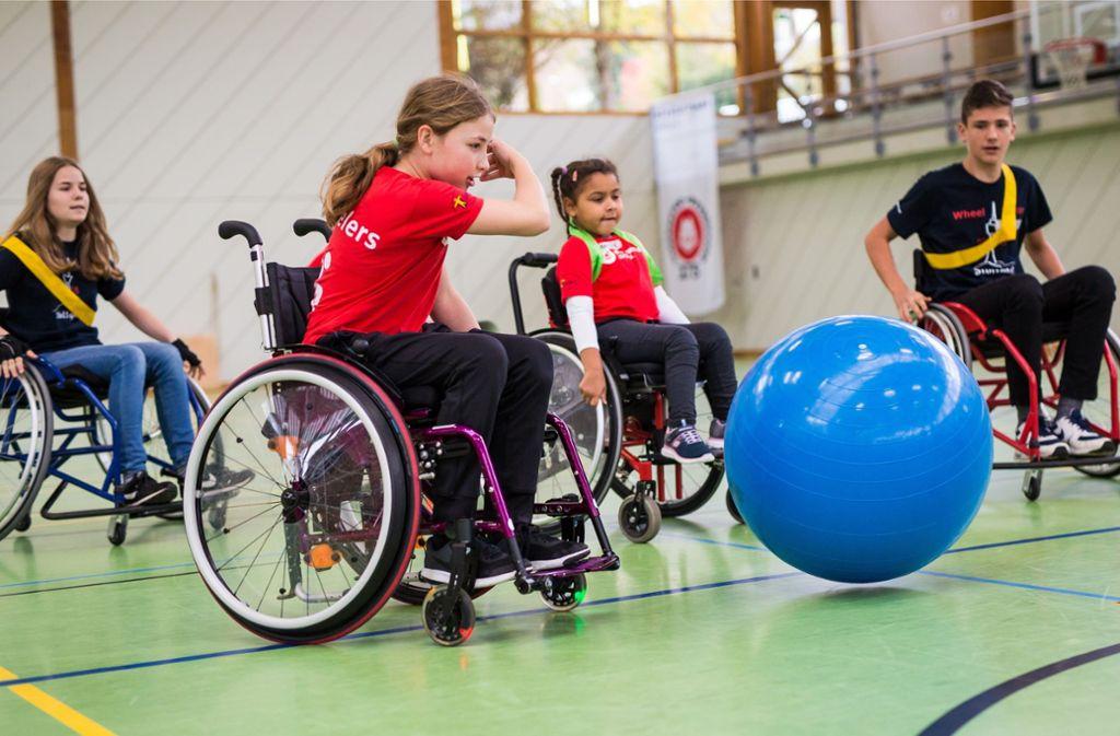 Alle Aufen auf den Ball beim Wheelsoccer-Turnier Foto: Lichtgut/Christoph Schmidt