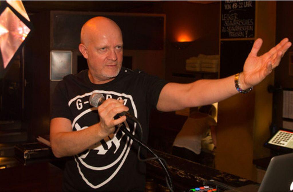 """Seit 1982 ist er DJ, seit 1983 Friseurmeister: Andreas Hillemann alias DJ Hille darf sich jetzt auch noch """"Deutschlands erster Radiofriseur"""" nennen. Foto: Hille"""
