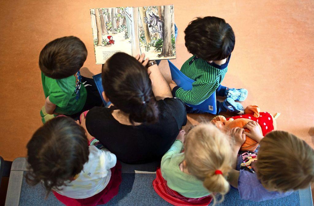 Fachpersonal für Kinderbetreuung ist gefragt. Aktuell gibt es bei der Stadt L.-E. in diesem Bereich eineinhalb offene Stellen. Und der Bedarf wird steigen. Foto: dpa/Arno Burgi
