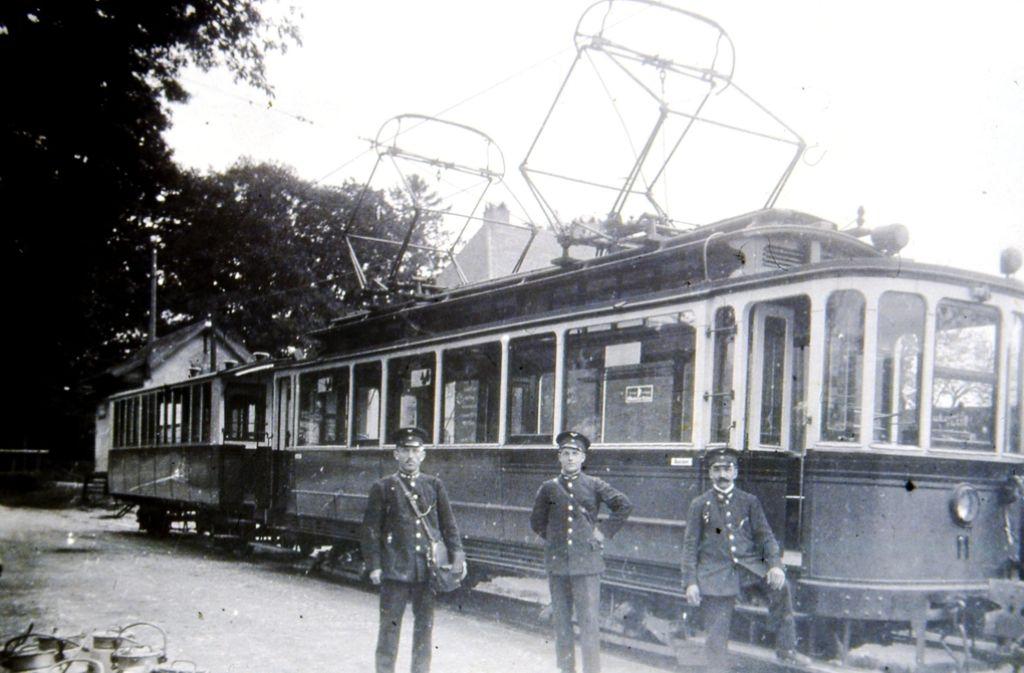 Aus der Zeit zwischen 1925 und 1930 stammt dieses Foto, die Bahn hält in Hohenheim. Foto: Sammlung SHB
